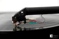 The Dynavector Te Kaitora Rua MC cartridge scanning grooves