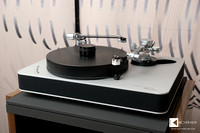 Dr. Feickert Analogue Blackbird record player with 2 motors, equipped with 2 tonearms
