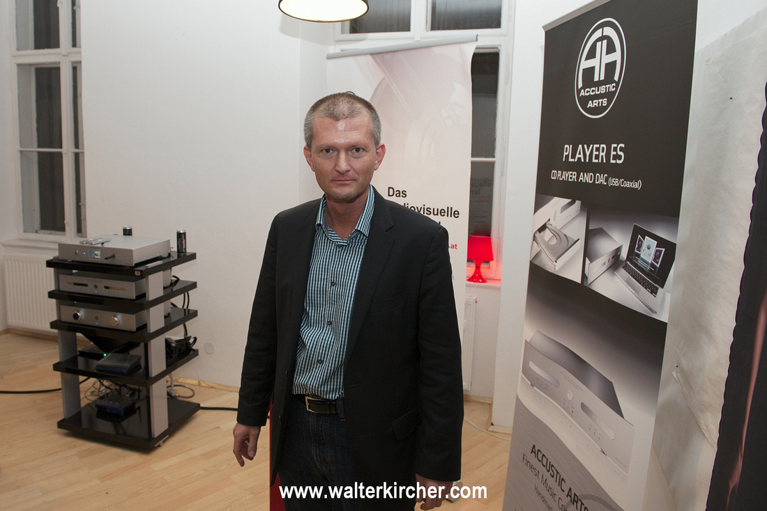 Walter Kircher at the Sempre Audio hifi jour-fixe in Vienna 2013, represents in Austria Accustic Arts and Totem Acoustic.