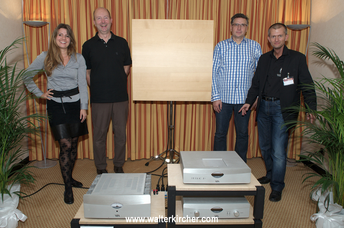 complete team in first room: Jasmin Weilenmann, Peter Sambs (Sambs Hifi Linz), Norbert Luethi and myself