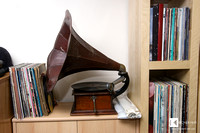 In one of the offices also a place for a non-AVID HIFI record player!