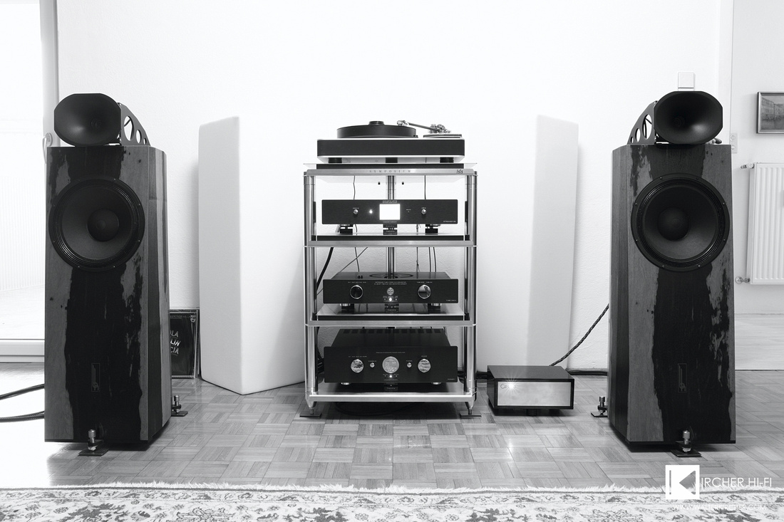 Dr. Feickert Analogue Blackbird + Reed 3P + Lyra Kleos, Accustic Arts: STREAMER ES, TUBE DAC II MK2, POWER I MK3; Blumenhofer Acoustics Genuin FS2, Symposium Acoustics ISIS rack + Rollerblocks