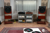 showroom of Dr. Feickert Analogue headquarters: ME Geithain 801K active speakers, electronics from Avantgarde Acoustics, La Rosita and Soundsmith phono preamp
